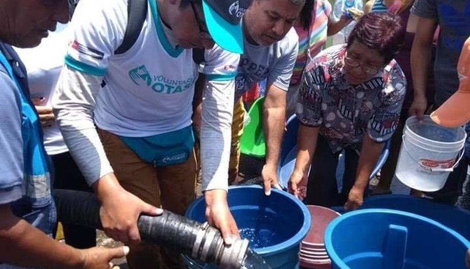 Ilo: Voluntariado OTASS participa en repartición de agua potable ante emergencia   FOTOS
