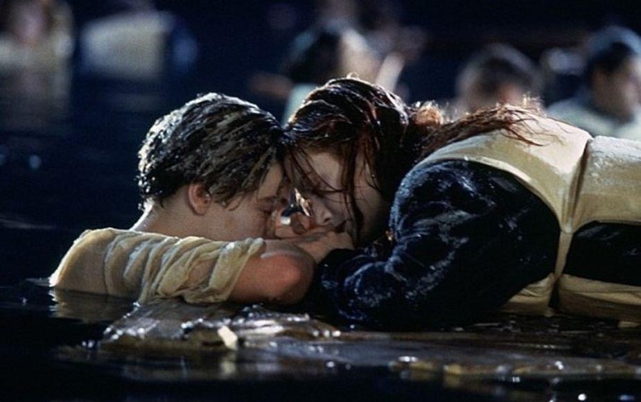"""""""Caballeros, ha sido un placer"""": músicos tocan canción de Titanic mientras mall se inundaba"""
