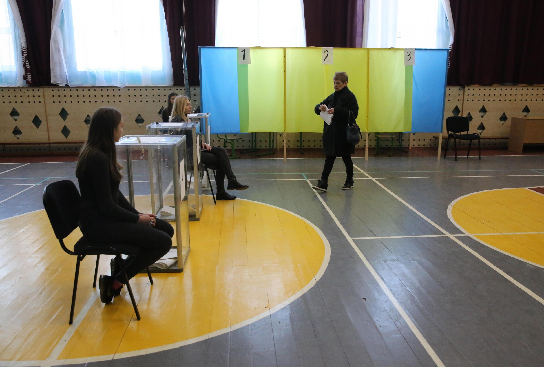 Elecciones en Ucrania: Comediante Selensky y presidente Poroshenko disputarán segunda vuelta