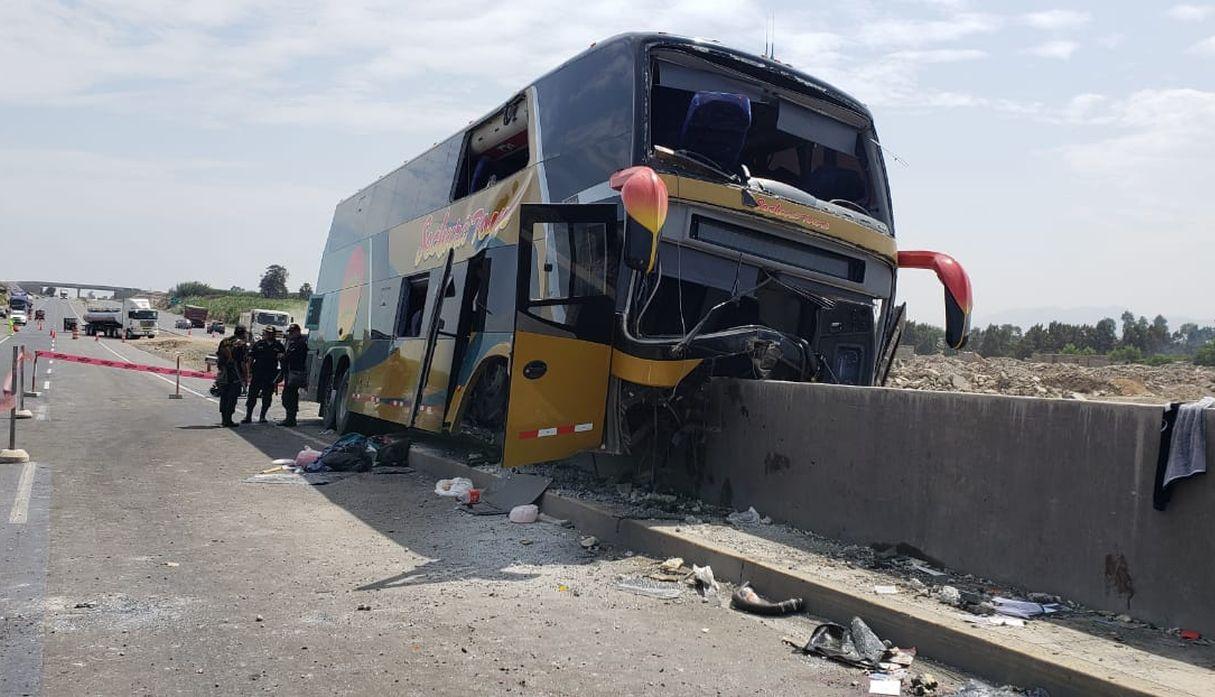 Fiscalía realizó levantamiento de los 8 cadáveres que dejó accidente de bus en Huaura