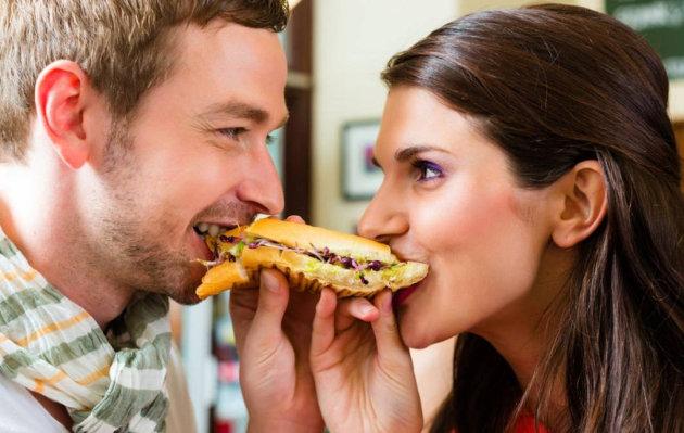 ¿Tienes una relación de más de un año? ¡Cuidado! Puedes subir hasta 8 kilos