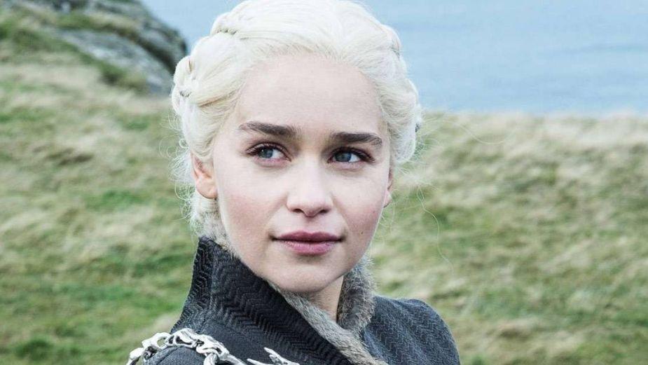 Game of Thrones: Emilia Clarke paseó disfrazada de Jon Snow por Time Square y nadie se dio cuenta