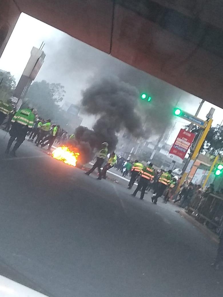 Estudiantes prendieron fuego como medida de protesta