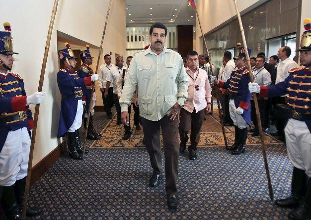 Maduro niega ser colombiano y atribuye versión a intento de derrocarlo
