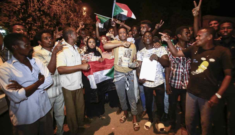 De la alegría por la marcha de Al Bashir a la rabia contra la junta militar