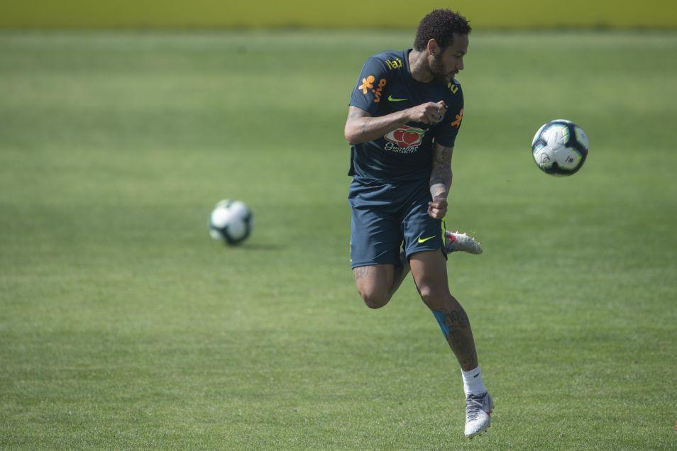 Neymar está dotado de una gran técnica y es considerado como uno de los mejores jugadores del mundo de su generación. (Foto: AFP)