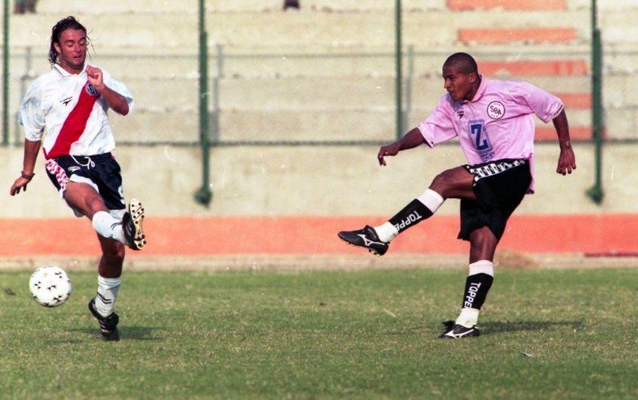 Las camisetas que vistió 'Kukín' Flores durante su carrera futbolística | FOTOS