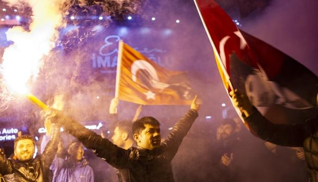 Partido gobernante turco es derrotado en Ankara y se ve en aprietos en Estambul