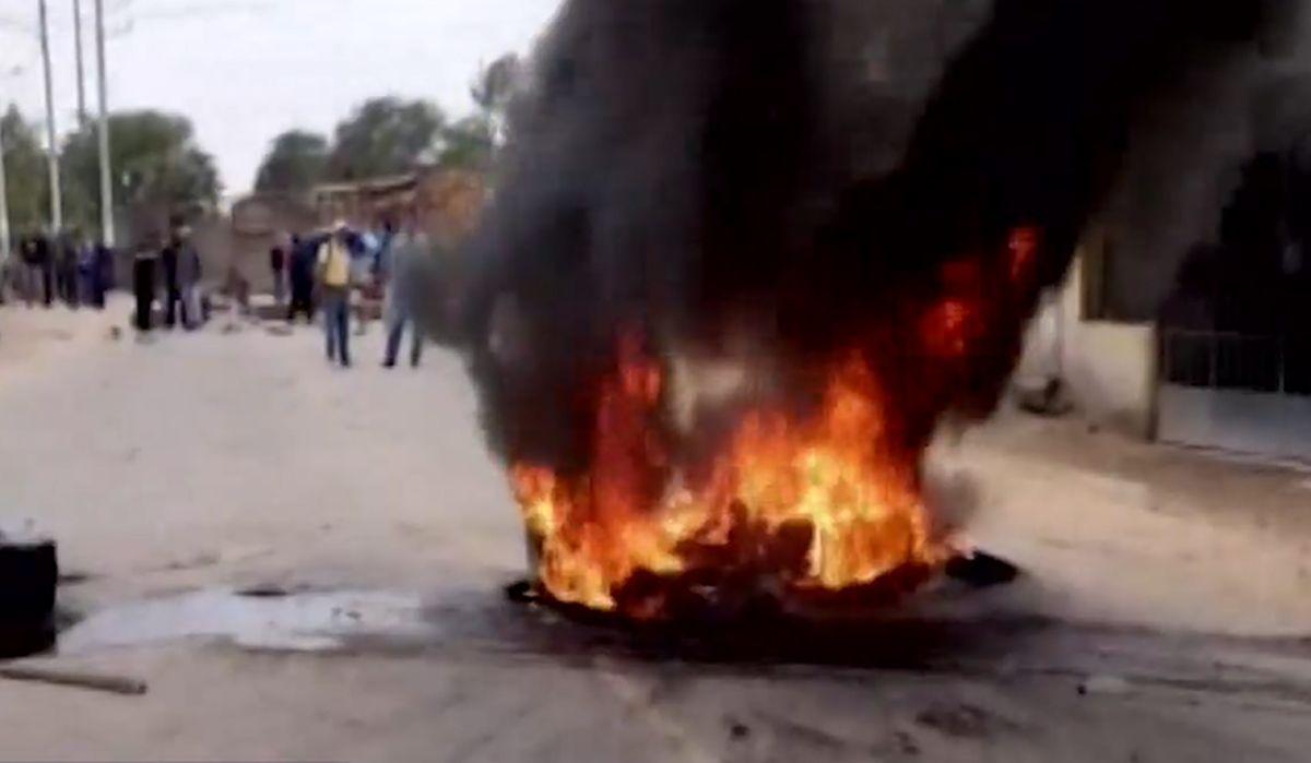 Lambayeque: trabajadores de empresa agroindustrial bloquean acceso a distrito de Pucalá - El Comercio - Perú