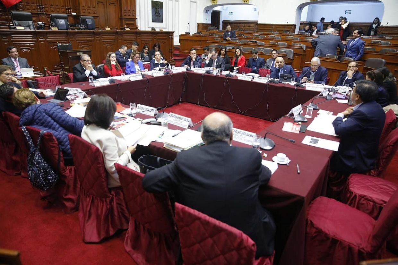 Comisión de Constitución no llegó a consensos sobre prohibiciones a candidatos
