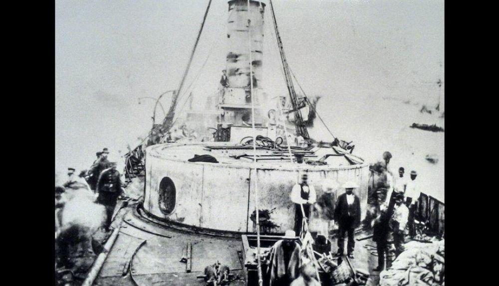 Cubierta del Huáscar luego de ser capturado. (Colección Patricio Greve)