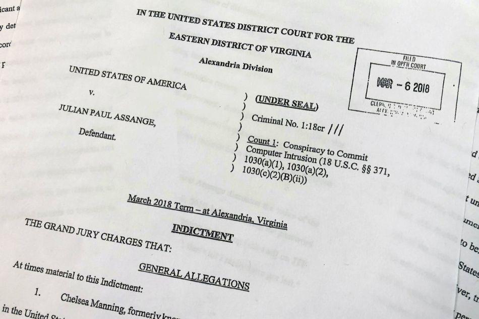 Esta es la acusación del Departamento de Justicia de Estados Unidos contra Julian Assange. (Foto: AP)