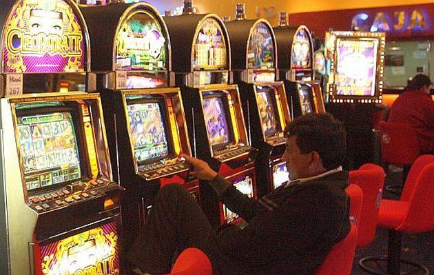 MEF se opone a derogar norma para aplicar ISC a salas de juego