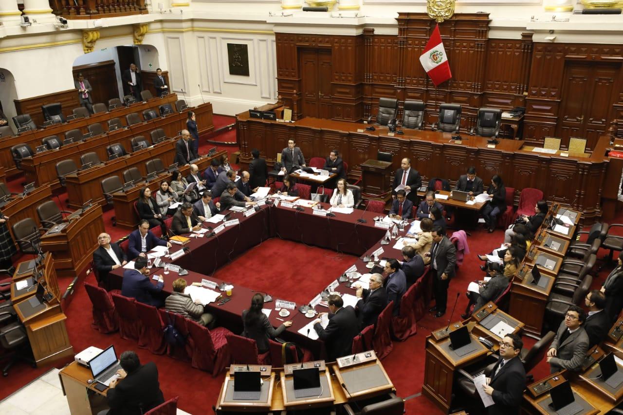 Comisión de Constitución aprueba artículo para elecciones internas en partidos vigentes