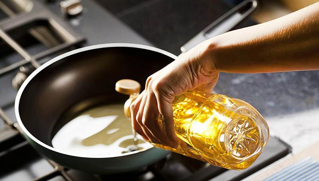 ¿Sabes cómo desechar correctamente el aceite de cocina?