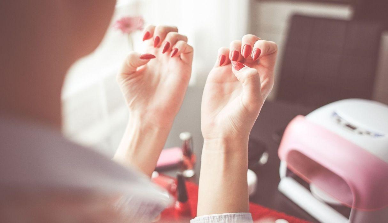 ¿Qué alimentos ayudan a fortalecer las uñas quebradizas y débiles?