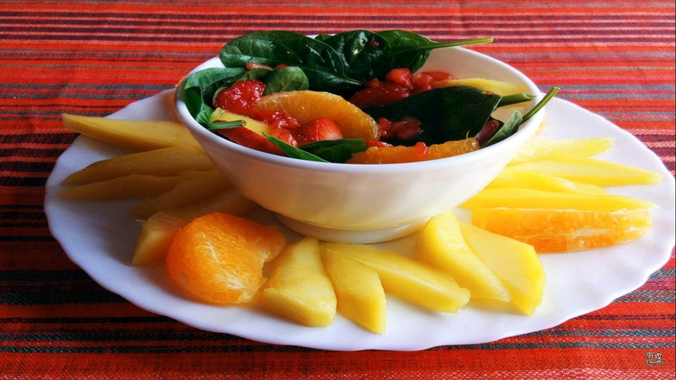 Ensalada con salsa de fresas, un platillo para recargarnos de energía | VIDEO