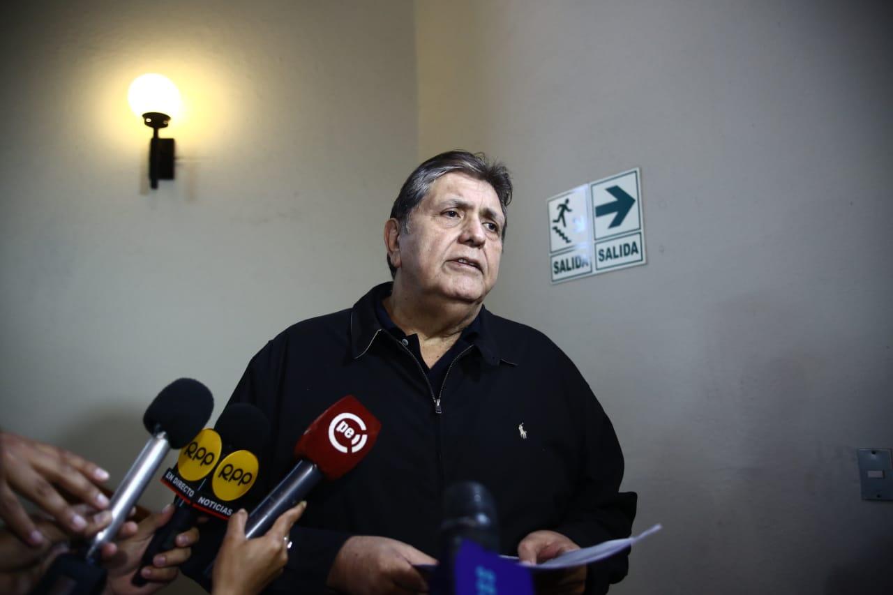 Alan García: 'Los críticos de Vizcarra no usan su teléfono porque se sienten espiados'