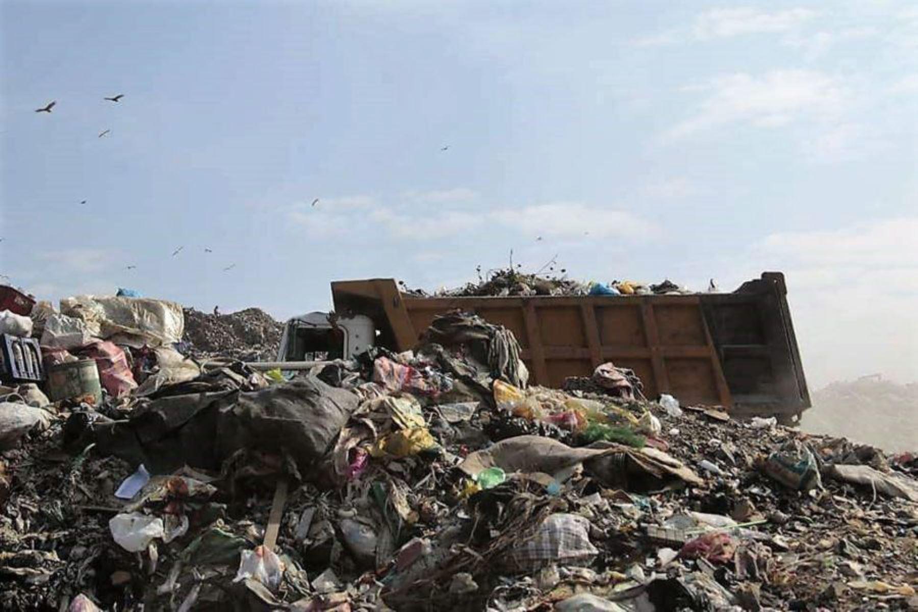 Declaran en emergencia manejo de residuos sólidos en distritos de Lambayeque y La Libertad