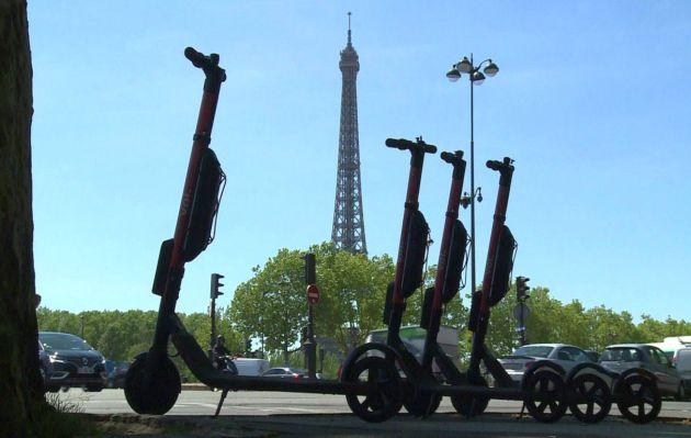 Hombre que iba en scooter eléctrico fallece al chocar con camión en Francia