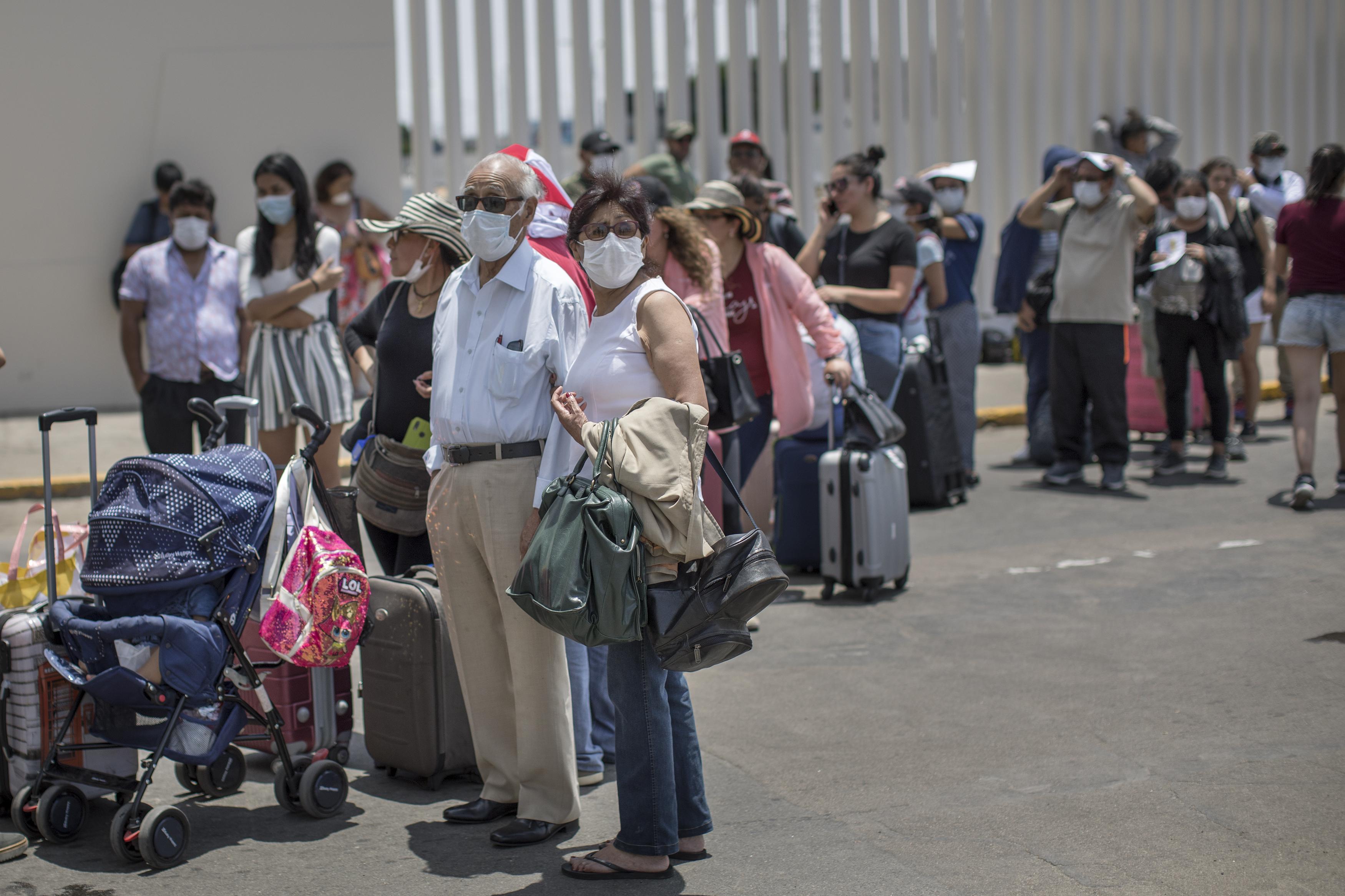 Emergencia por COVID-19: cierre de fronteras y de terminales dejó pasajeros varados
