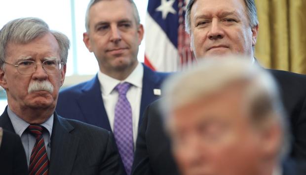 """Los """"halcones"""" de Donald Trump que quieren a Irán como su presa militar"""
