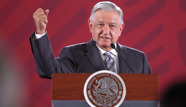 """AMLO irá a la frontera con Estados Unidos para """"defender la dignidad de México"""""""