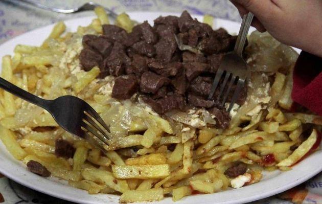 """La Chorrillana, el plato que en Chile promocionan ideal """"para los borrachos"""""""