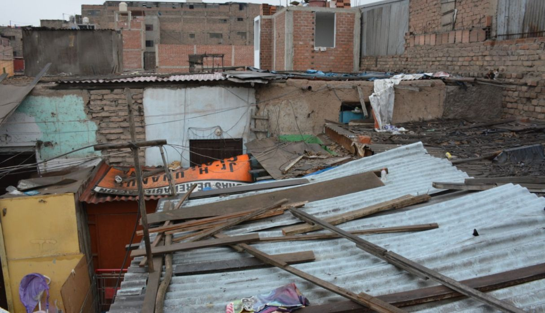 Colocarán techos de calamina y pisos de cemento en casas de familias pobres de La Victoria
