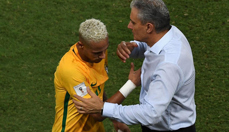 """Tite siente """"preocupación"""" y """"frustración"""" por ausencia de Neymar"""