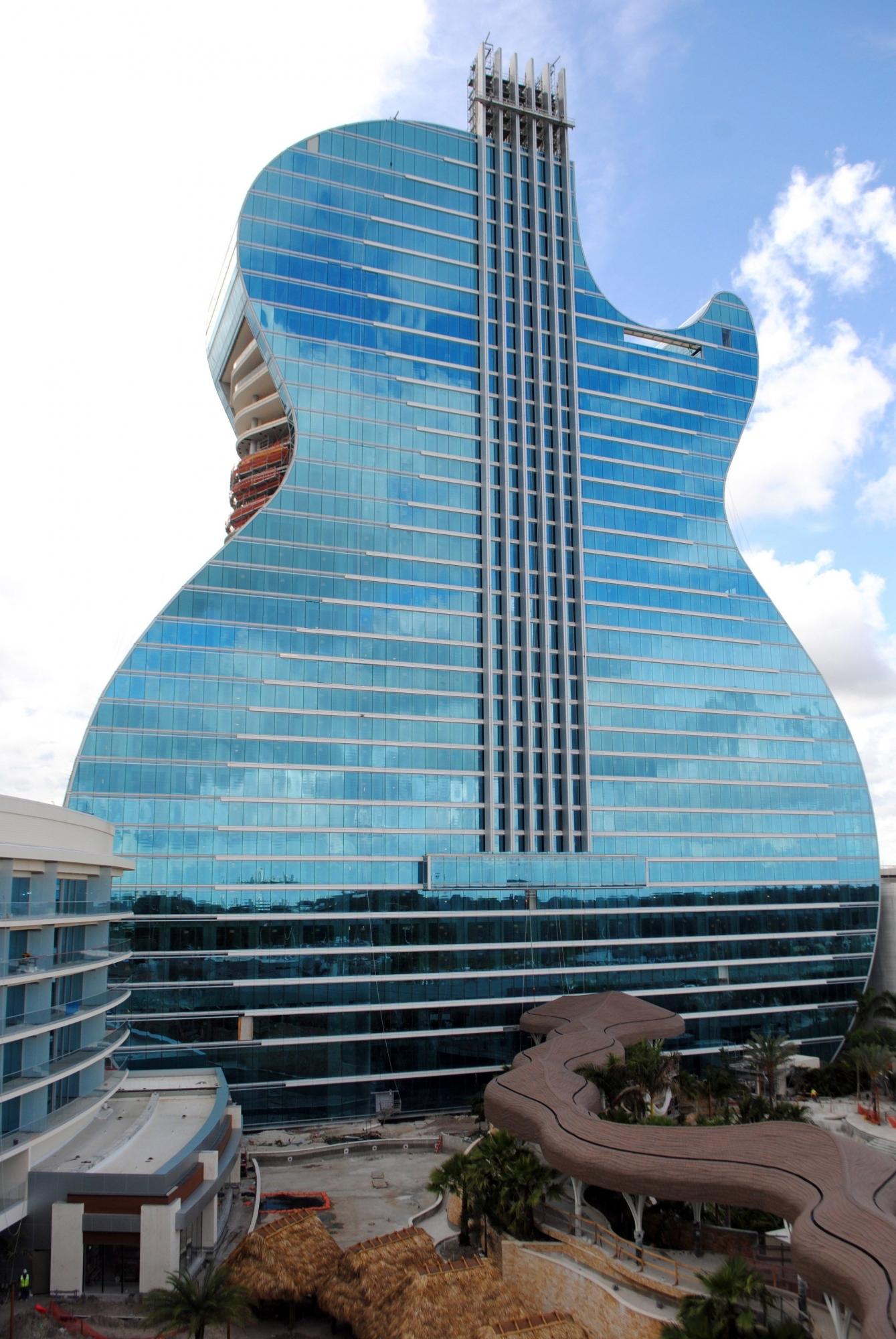 El primer Hotel Guitarra del mundo ya acepta reservas en su complejo de Florida. (EFE)