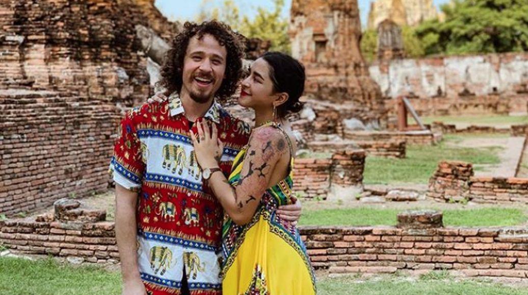Las parejas que suben fotografías a redes no siempre son las más felices