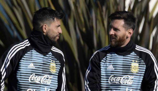 Lionel Messi jugó broma al 'Kun' Agüero en la concentración de la selección argentina