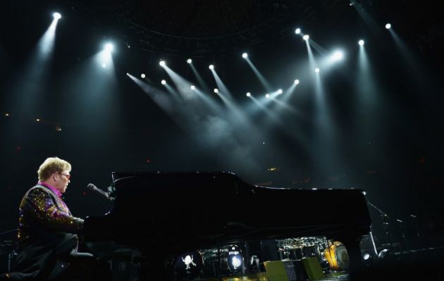 Elton John protesta en Rusia