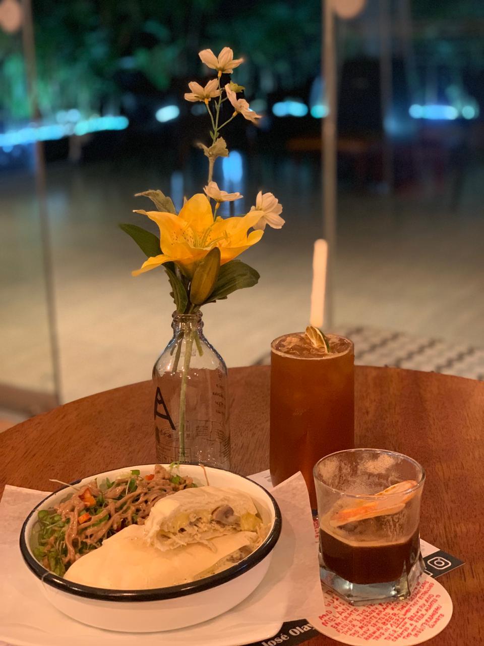 Sánguche de pollo y champiñones, Chilcano de café y Lolina. (Foto: Esther Vargas)
