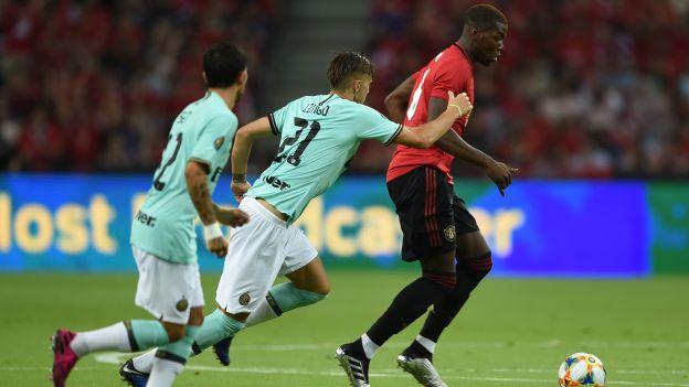 Paul Pogba se lució con regates para salir de la marca de dos rivales en amistoso | VIDEO