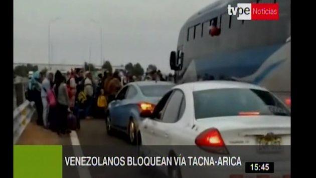 Venezolanos bloquearon carretera que conecta Tacna y Arica | VIDEO