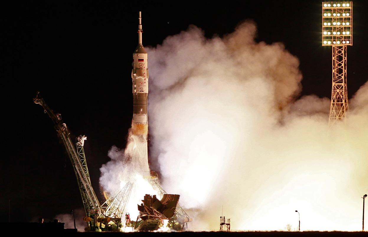 Nave espacial Soyuz llega a estación espacial en tiempo record