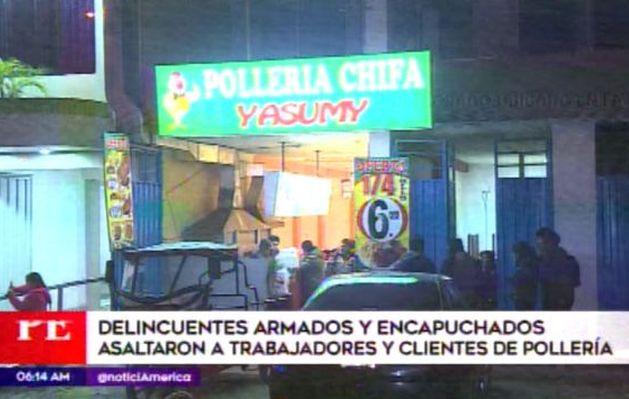 Delincuentes armados asaltaron a trabajadores y clientes de pollería en Comas