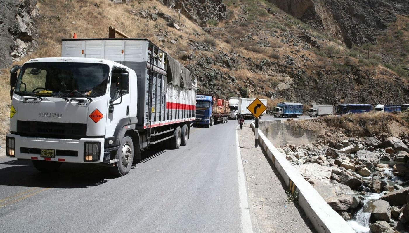 Trabajadores mineros bloquean carretera central en Junín - Diario Gestión