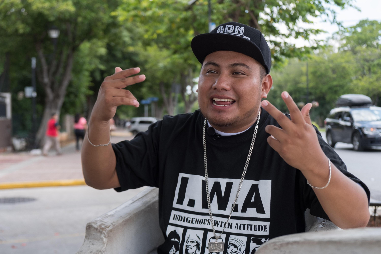 Armado con sus rimas, Jesús Cristóbal Pat Chablé, conocido como Pat Boy, es un rapero que escribe, compone y canta canciones únicamente en lengua maya. (EFE)