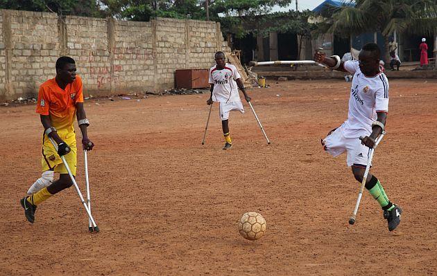 Equipo de fútbol de amputados entrena en Ghana para el Mundial de México