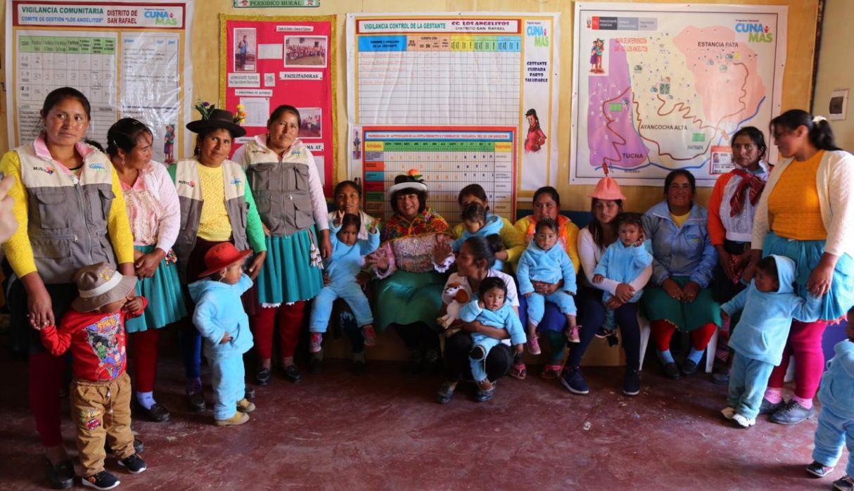 Huánuco: entregan más de 6 mil kits de abrigo a niños para contrarrestar efectos de heladas y friaje