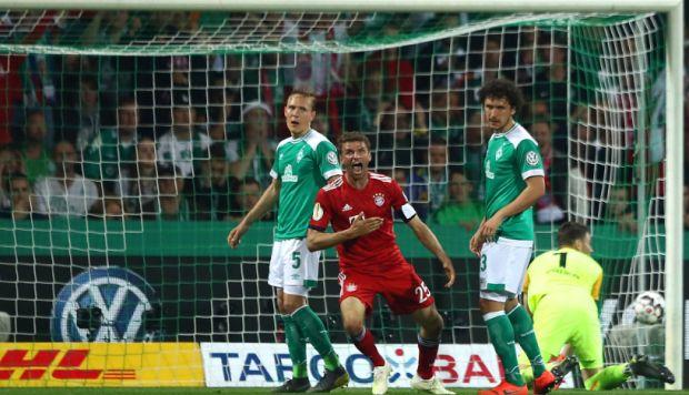 Lo sufrió Pizarro: Thomas Müller admite que penal para Bayern Munich fue mal sancionado