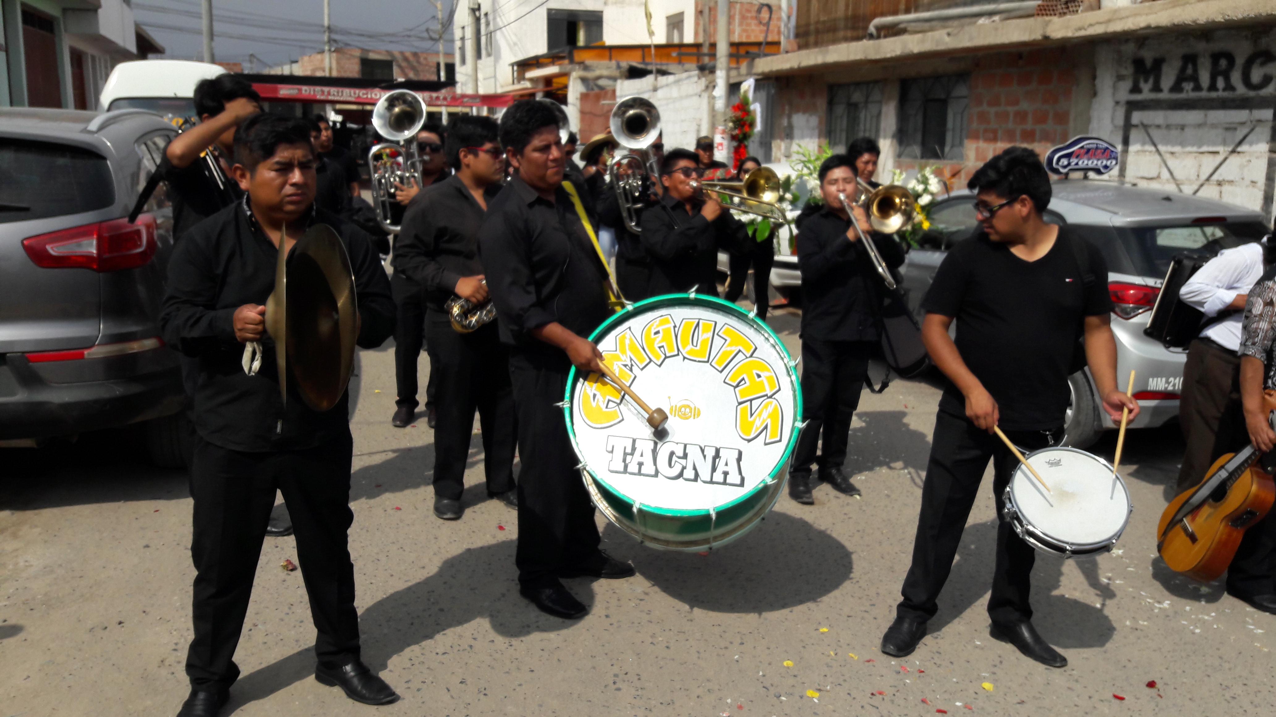 Tacna: a ritmo de tunantadas despiden a padre e hijo sepultados por huaico | FOTOS