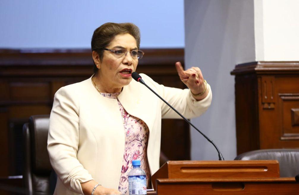 """Luz Salgado: """"El presidente de la República se ha zurrado en el Congreso"""""""