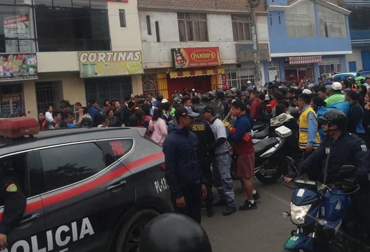 Los Olivos: tres serenos heridos dejó violento enfrentamiento con ambulantes y mototaxistas