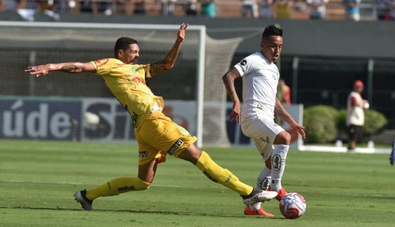Christian Cueva fue la principal novedad en el entrenamiento del Santos | FOTO