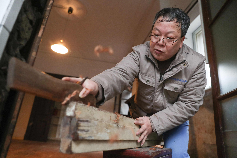 """En China, un carpintero rehabilita las casas del """"viejo Shanghái"""""""
