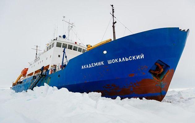 Helicóptero chino rescatará pasajeros de barco ruso atrapado en la Antártida